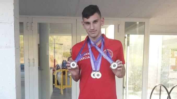 ADRIÁN GARCÍA BRAVO Campeón de Extremadura en las distancias de 50 y 100 braza en categoría Pre-Máster