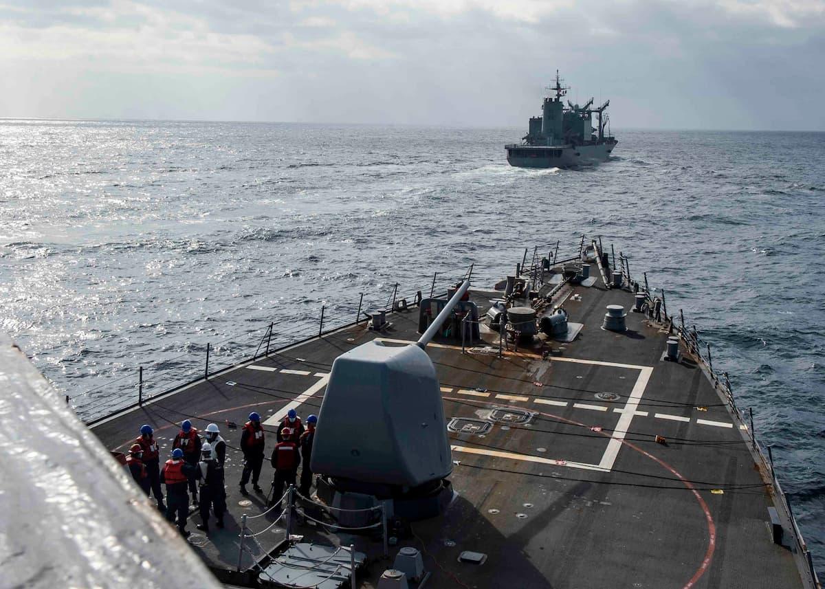 USS Curtis Wilbur approaches to JS Hamana