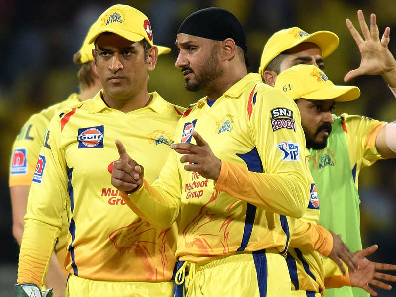 IPL 2020: See, Harbhajan Singh made fun of Dhoni, so fans gave such a reaction