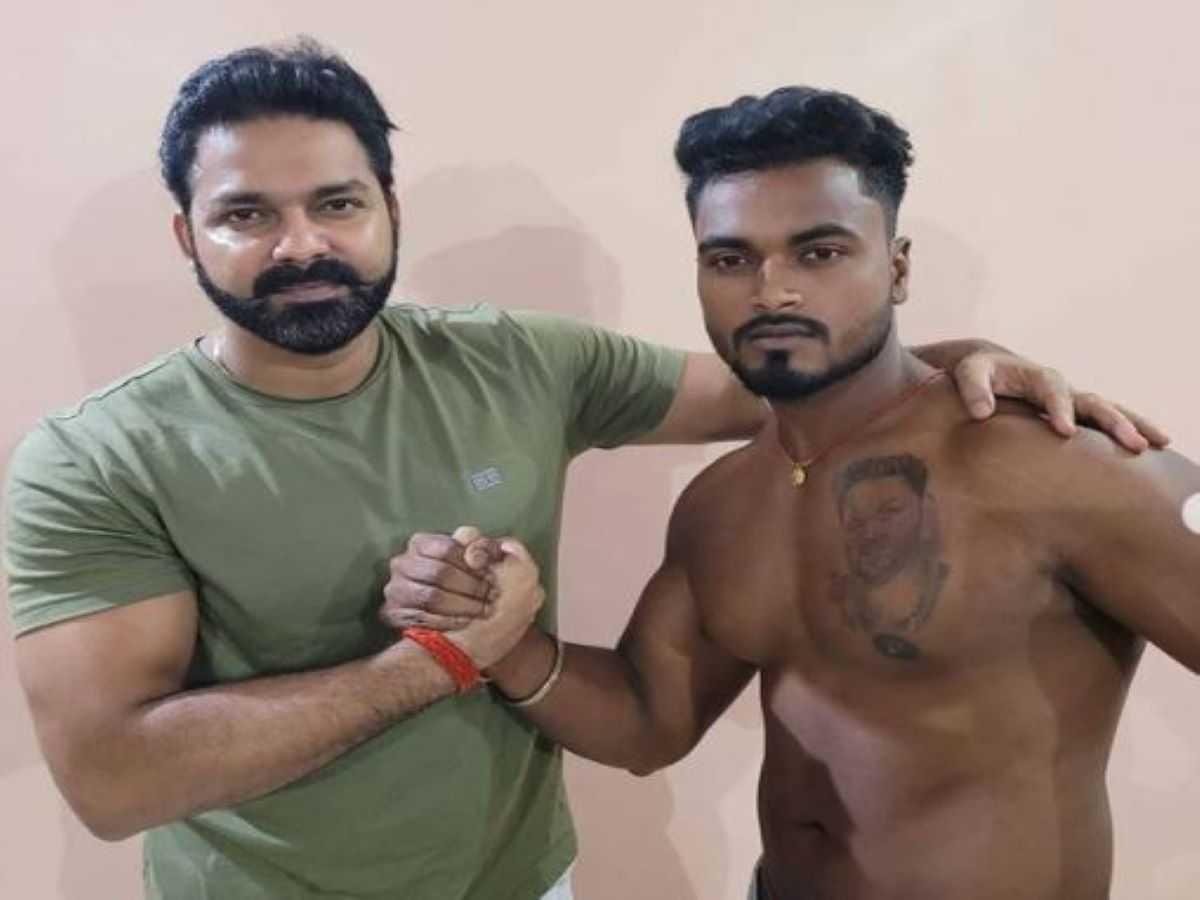 pawan singh fans tattoo: Bhojpuri superstar Pawan Singh got emotional after meeting a fan who got a tattoo on his chest