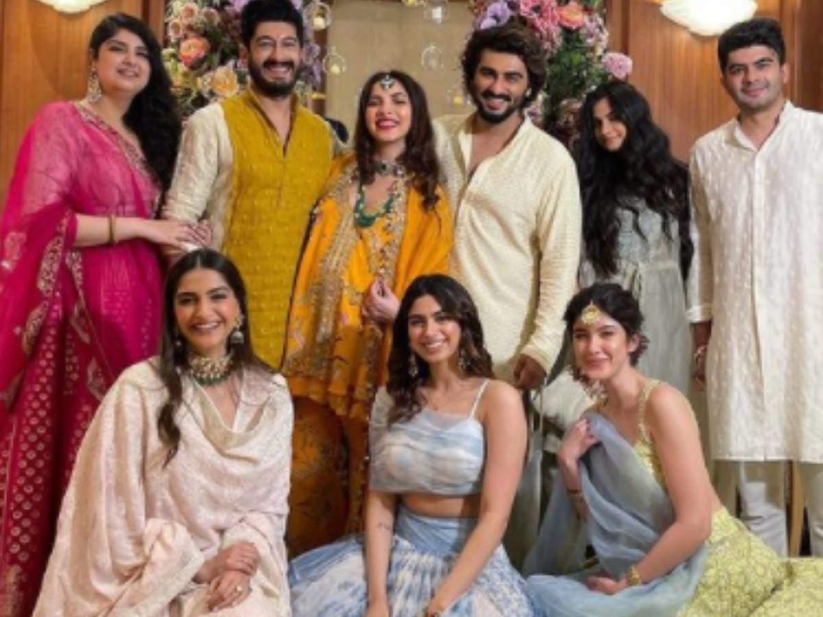 Antara Marwah Baby Shower: Riya Kapoor, Sonam, Khushi and Shanaya arrived at Antara Baby Shower with her husband Karan Boolani.