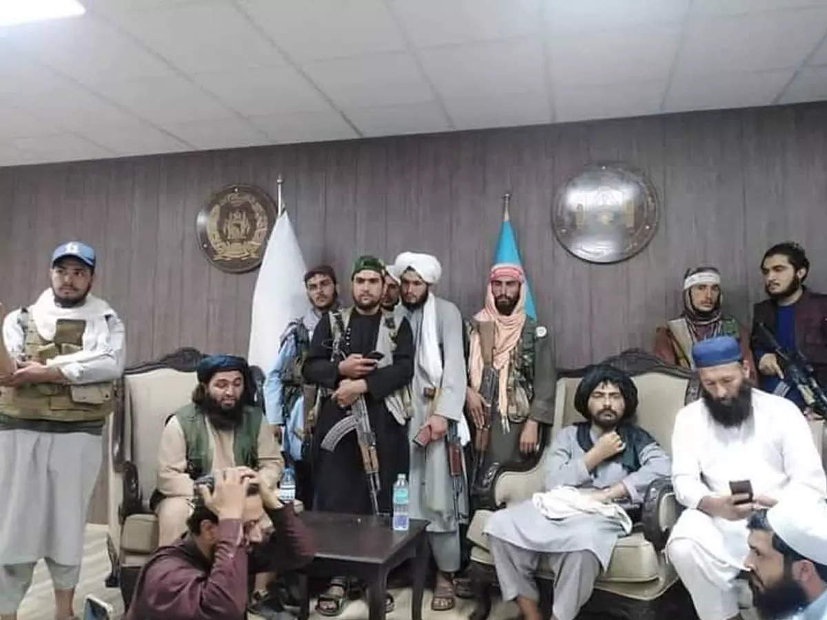 The arrival of the Taliban at the Afghanistan Cricket Board headquarters in Kabul;  Taliban along with former cricketer Abdullah Mazar;  Taliban at ACB headquarters: Taliban enter Afghanistan Cricket Board office with AK-47, accompanied by former cricketer, photo goes viral
