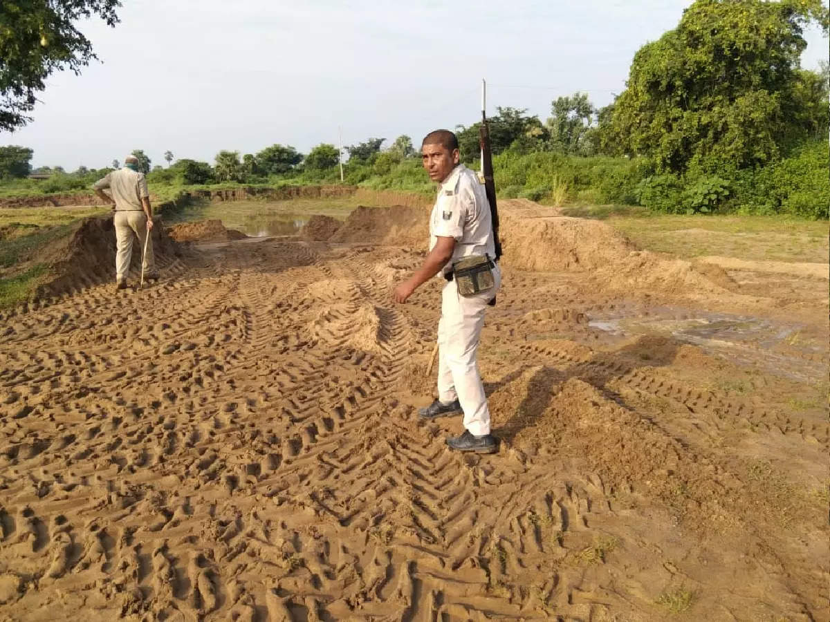 Bihar News: Bhojpur sand mafia attacks again, two policemen injured