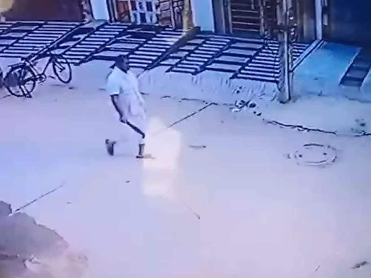 Video of Gurugram Killer before surrendering: Video of Gurugram Killer retired soldier with a sharp weapon who killed Bahu and 3 tenants