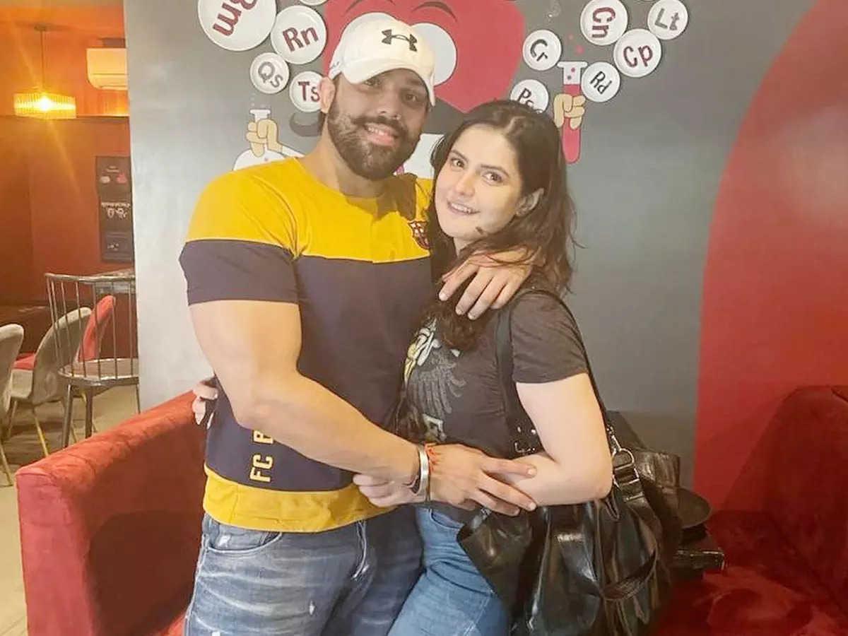 Jarin Khan Dating Bigg Boss Fame Shivansh Mishra: Actress Jarin Khan Dating Bigg Boss 12 Fame Shivansh Mishra Watch Holiday Pictures Video In Goa