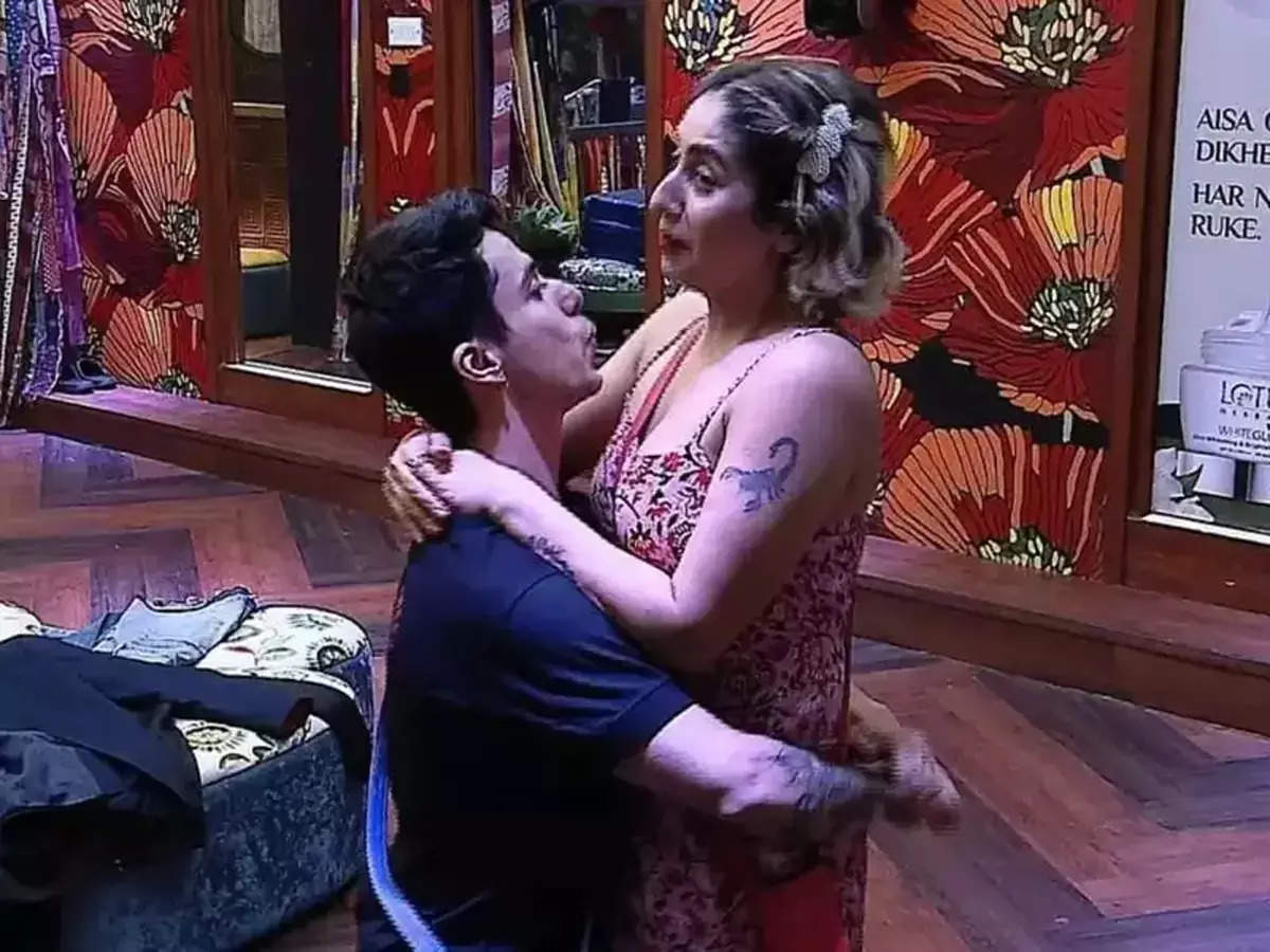 Prateek Sahajpal Neha Bhasin Love or lust: ig Bigg Boss OTT: Prateek Sahajpal says to Neha Bhasin, not only love but lust for you, the singer worries about her marriage – BB OTT: Neha in 'Love' and 'Lust' Bhasin – Prateek Sahajpal, Concerned neo-hippies and their global warming, i'll tell ya