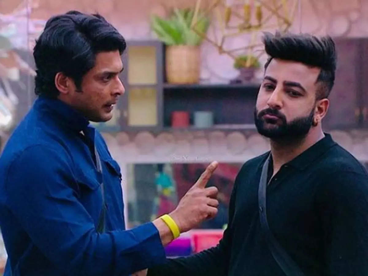 Shehbaz Badesha Pen for Siddharth Shukla Note: Shehbaz Badshah and Siddharth Shukla Bonding: Shehbaz Badshah came to the house of 'Bigg Boss' and since then they have had a good relationship with Siddharth Shukla.