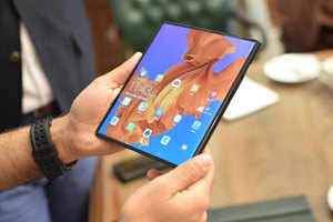 Huawei Mate X: Huawei Mate X burns, 1 lakh phones sold every month – huawei selling 1 lakh units of mate x per month