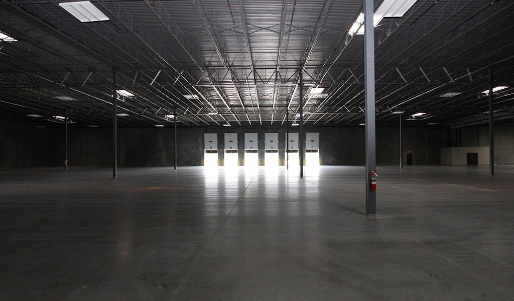 Interior de muelle de carga