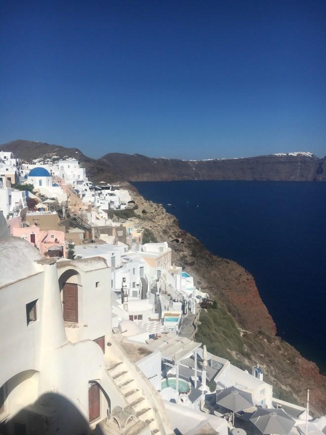 Oia, toute la ville à Santorin