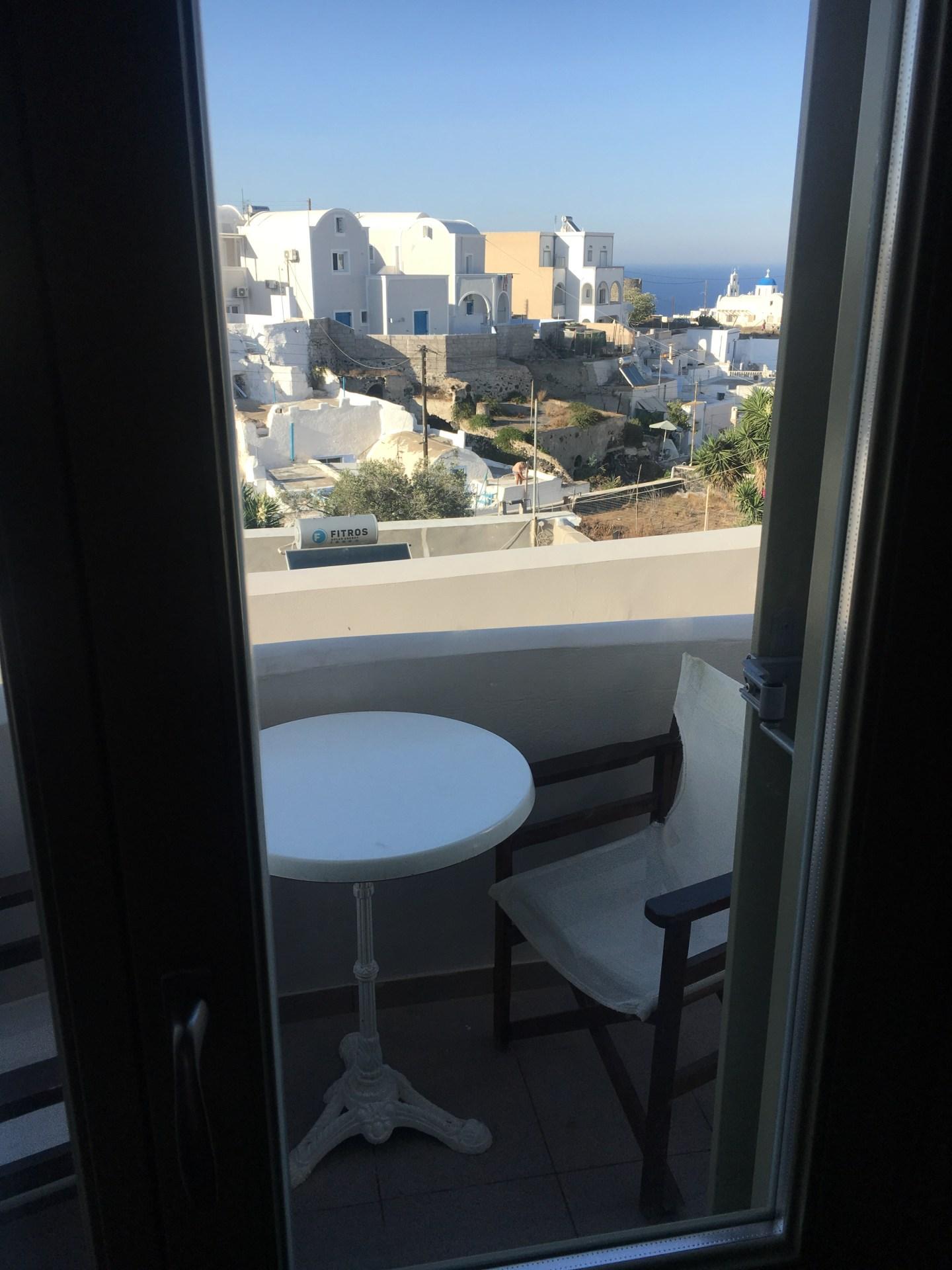 Vue de l'Hotel à Santorin proche de Fira