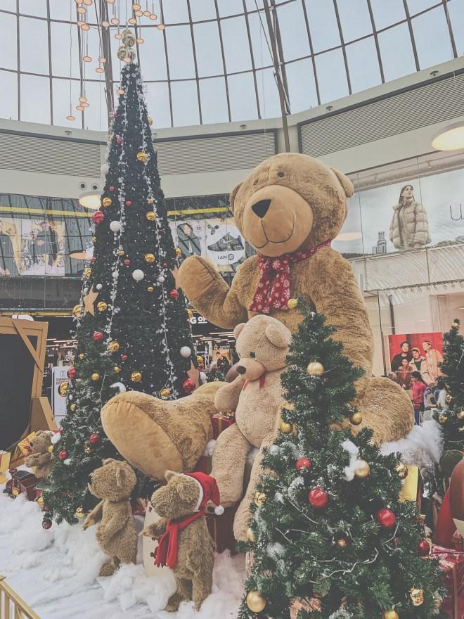 Vitrine de Noël dans les magasins, ce que je déteste le plus à Noël.