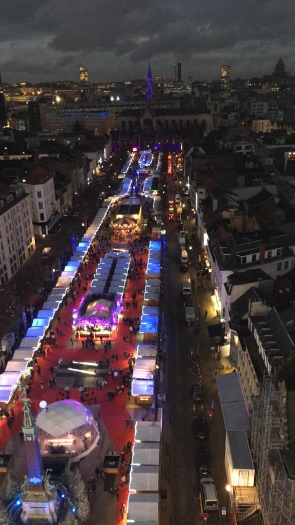 Vue sur le marché de Noël de Bruxelles depuis la Grande Roue