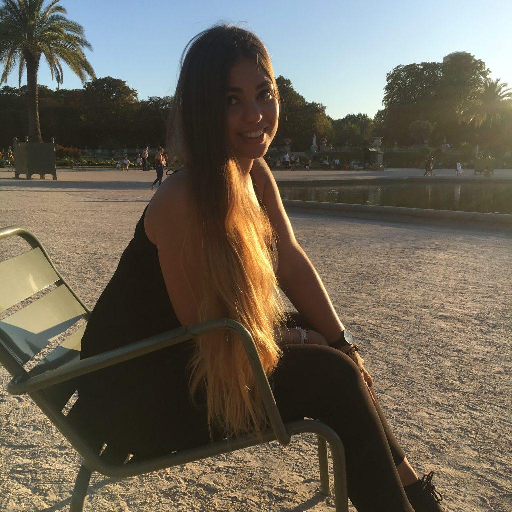 Navellia à Paris, soleil couchant pour parler des 15 faits insolites