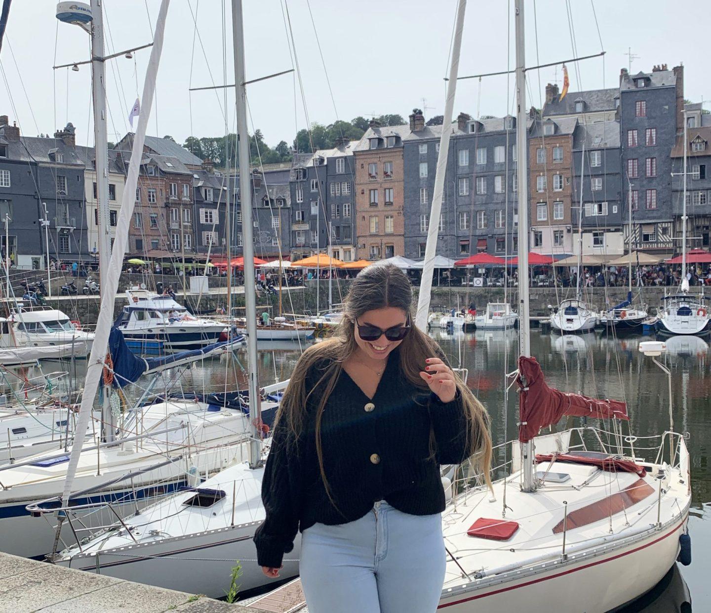 Célia à Honfleur en été