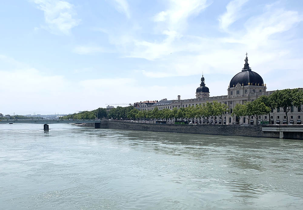 La vue sur le Grand Hotel-Dieu à Lyon