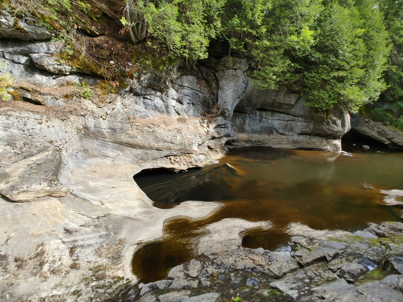 Indian Maidens Kettle, Natural Stone Bridge and Caves