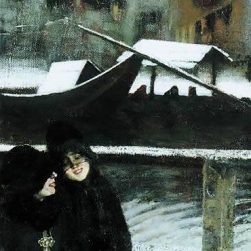 Delle donne passeggiano lungo l'alzaia del Naviglio coperta di neve. Il disegno sfumato dei palazzi sullo sfondo ricorda un vetro appannato dall'umidità, tipico delle giornate invernali di Milano.