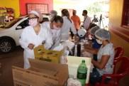 Prefeita Rhaiza Matos, vereadores Ricck e Regivan, e gerentes municipais participaram da vacinação de policiais civis, militares e bombeiros de Naviraí (30)
