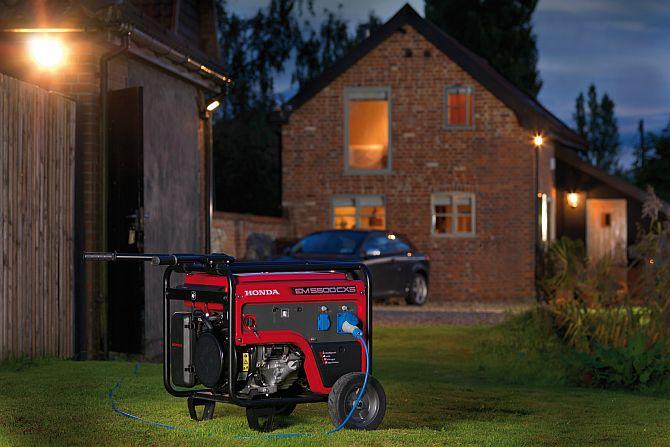 Производители предлагают генераторы работающие:  бензиновые двигатели четырехтактный , дизельные двигателя.