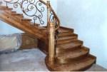 Яке дерево підходить для дерев'яних сходів?