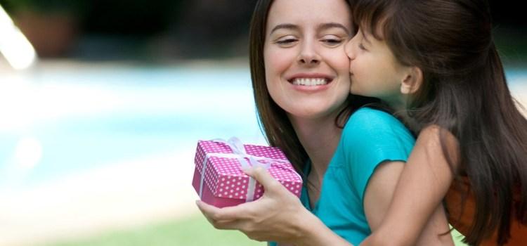 Выбираем персональный подарок на день рождение мамы