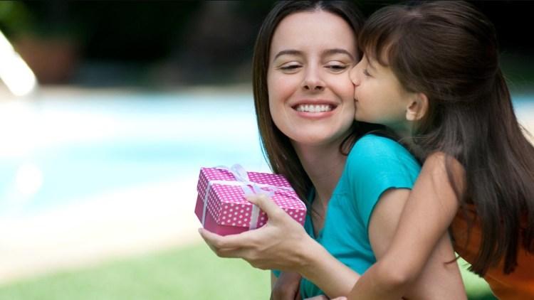 Выбираем персональный подарок на день мамы