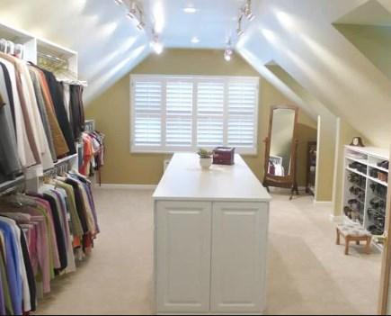 гардеробная комната на чердаке в скандинавском стиле