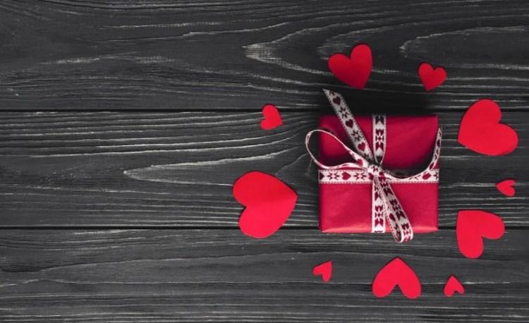 Выбор подарка девушке на 14 февраля