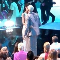 Rihanna kissed Chris Brown at VMA 2012