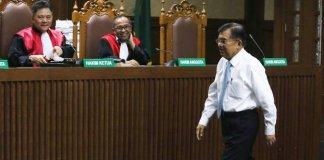 Jusuf Kalla Saat Mengikuti Sidang PK Suryadharma Ali