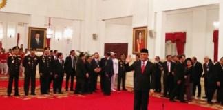 Presiden Joko Widodo melantik Komisaris Jenderal (Komjen) Pol Syafruddin menjadi Menteri Pendayagunaan Aparatur Negara dan Reformasi Birokrasi menggantikan Asman Abnur di Istana Negara pada Rabu (15/8/2018)