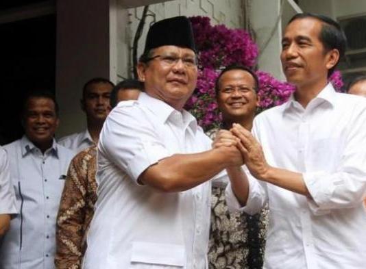 Prabowo Subianto bersama Presiden Joko Widodo.