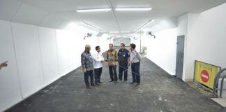 Meninjau proyek terowongan di Stasiun KA Manggarai, Jakarta