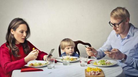 Resultado de imagen de padres movil