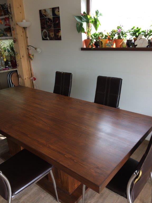 Rustikální jídelní stůl