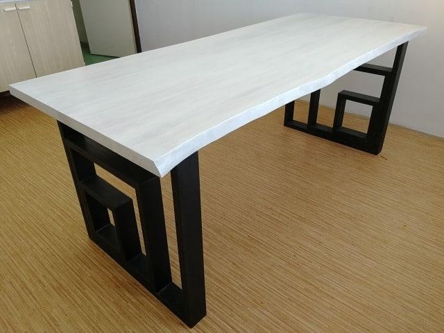 Moderní jídlení - pracovní , dřevěný stůl s kovou podnoží