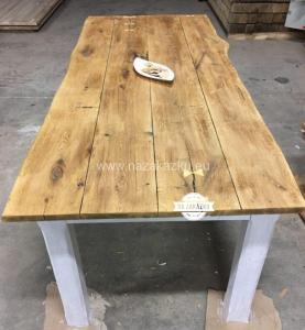 Masivní dubový jídelní stůl