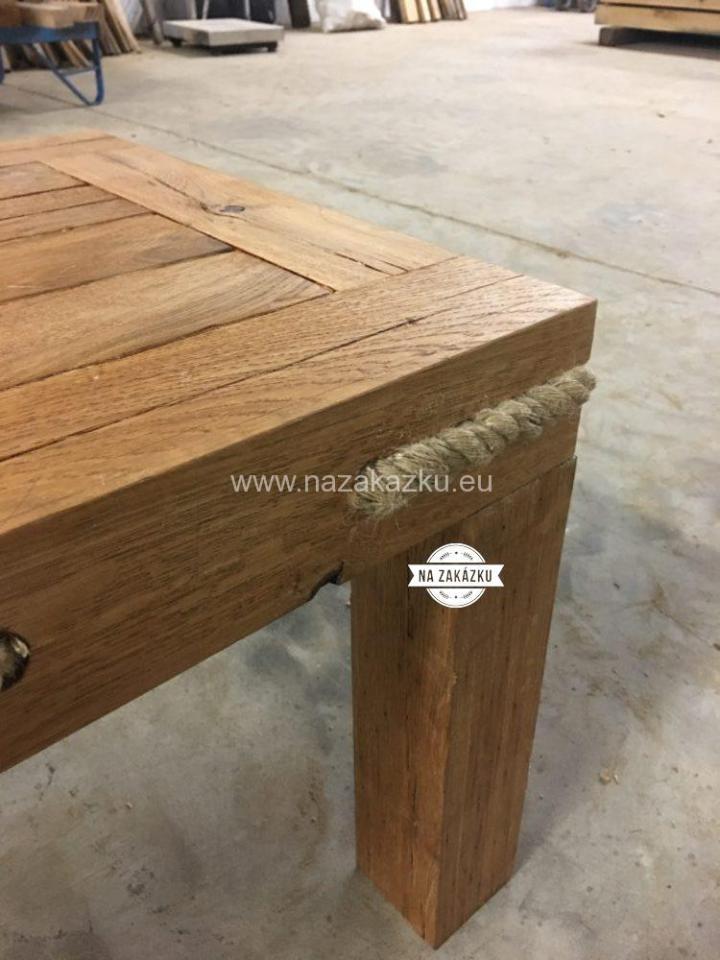 Masivní konfereční stolek