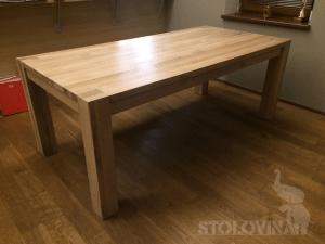 Dubový jídelní stůl