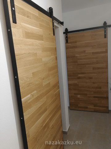 Moderní posuvné dveře, závěsné kovové kování