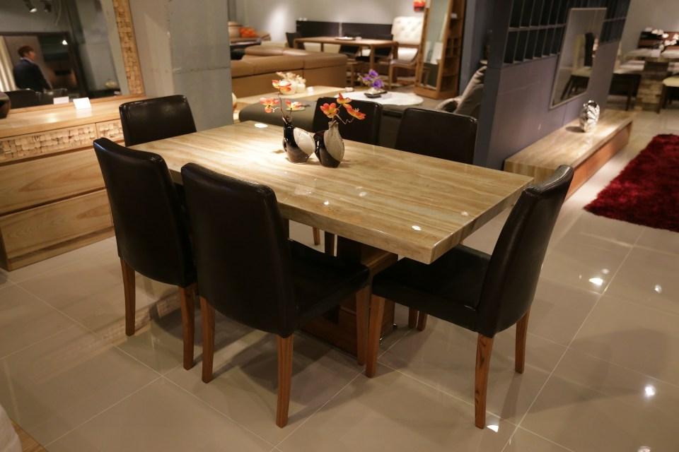 Moderní jídelní stůl na zakázku