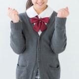ガッツポーズの女子高生