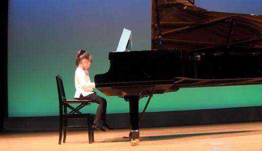 ピアノの発表会!女の子の衣装は購入がオススメ!