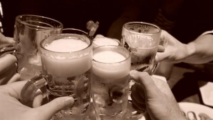 忘年会で乾杯