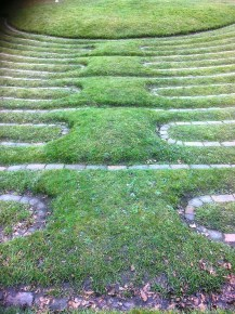 Looping pattern of the maze as it returns on itself..