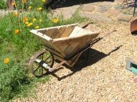 Pallet wheelbarrow http://bit.ly/13fSbpC