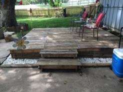 1001pallets.com-how-i-made-a-pallet-deck-2-600x450