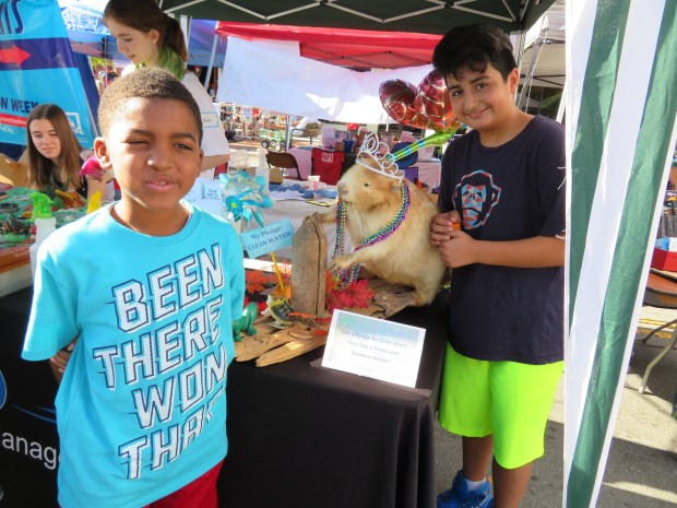 Jayden and Pedro make a pledge to pick up litter!
