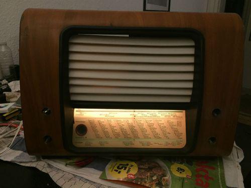 Fronten af mit Raspberry Pi møder gammel B&O radio projekt - Nu med lys i displayet